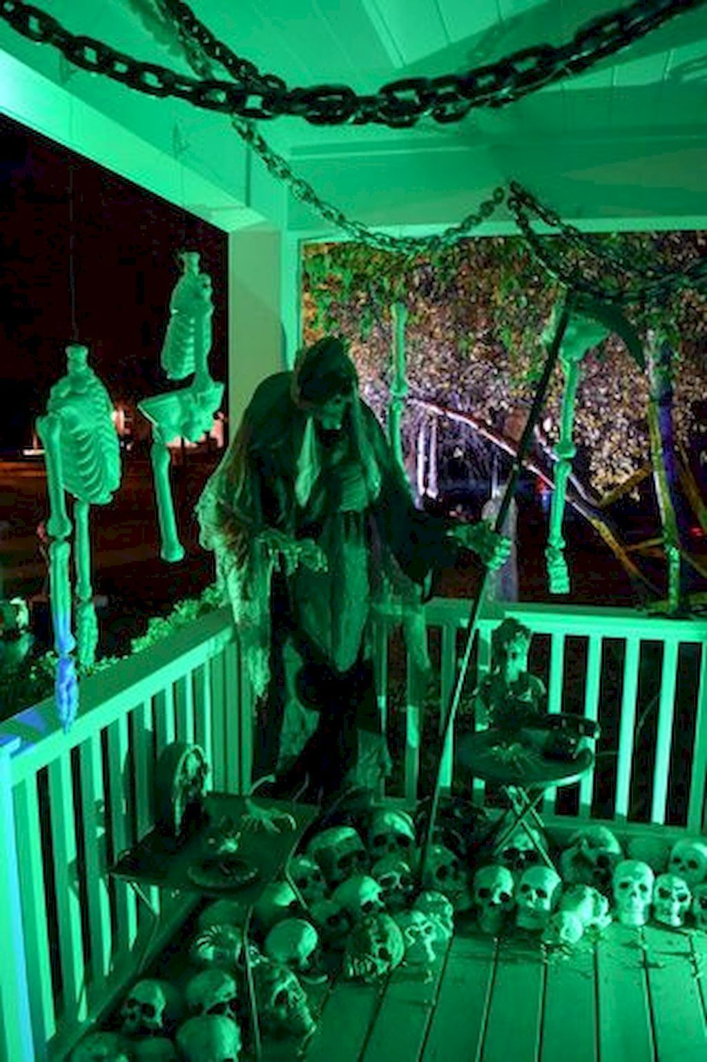 80 + CREEPY OUTDOOR HALLOWEEN DECORATION IDEAS (12 Alice - Pinterest Outdoor Halloween Decorations