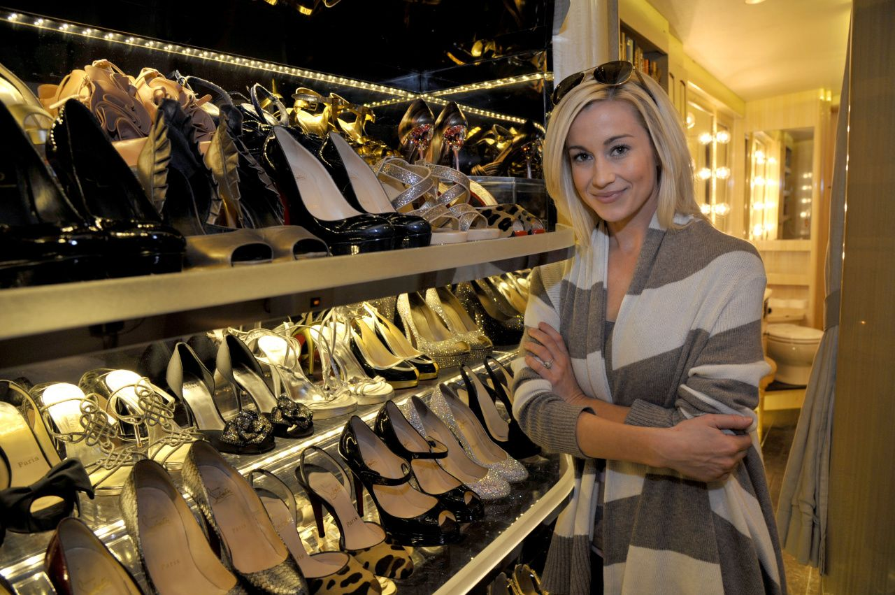 Kellie Pickler Poses For Photos Inside Her Tour Bus During