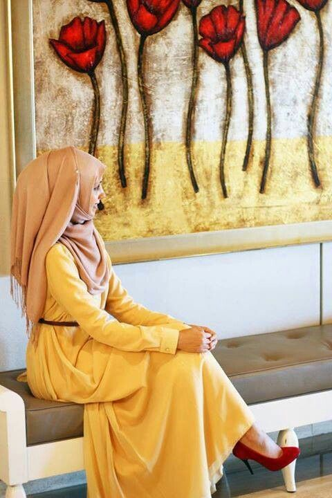 I looove the combination between yellow dress and red shoes | Hijabista | Hashtag Hijab