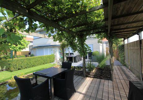 Veranda met druivenrek wijsman tuinoverkappingen tuin inspiratie mrt 2016 pinterest - Terras beschut ...