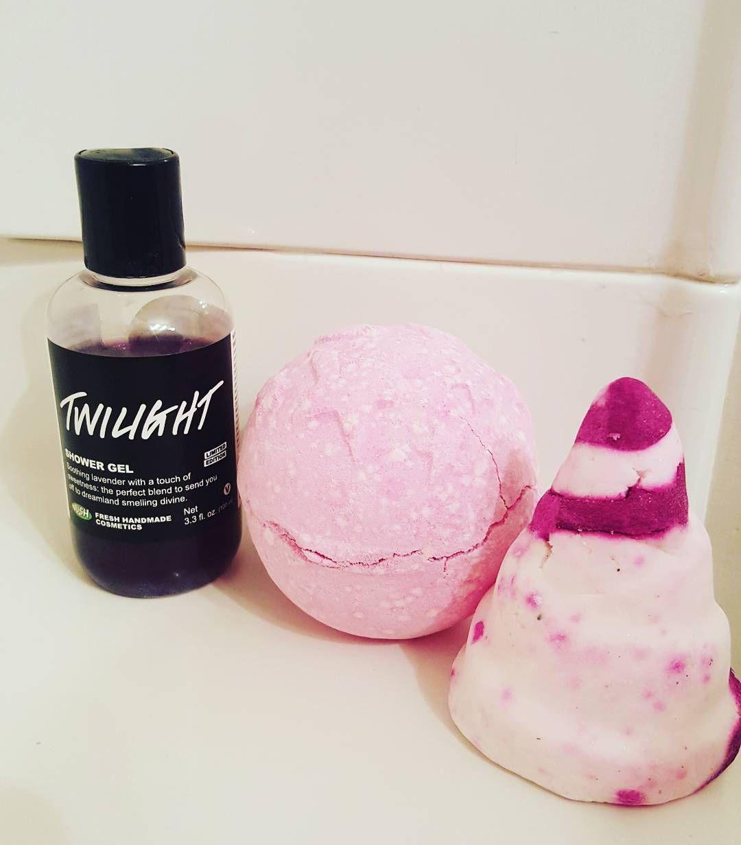 Does anyone else take 'repeat' baths a lot? Gotta stick with the favorites sometimes... #lush #lushcosmetics #lushjunkie #lushaddict #lushie #lushlife #bubblebath #bathbomb #bubblebar #inlove #needrelaxation #needwarmth #twilight #frenchkiss by livingalushlife01