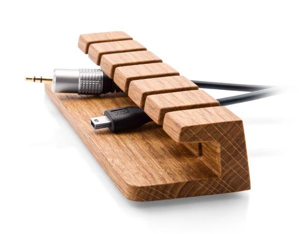 Praktisch Design Zo Hou Je Je Kabels In Toom Met Stijl Cable Organizer Charger Organizer Wood Diy