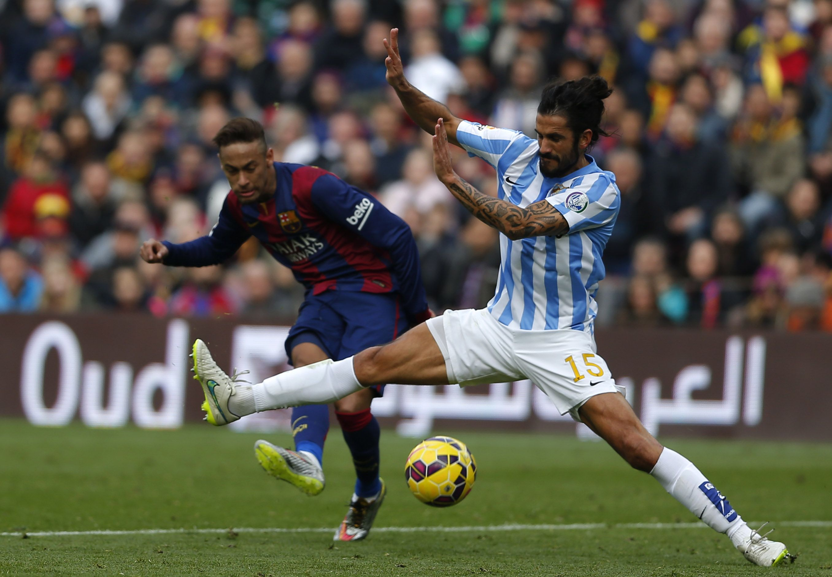 @Málaga Marcos Angeleri intercepta un disparo de Neymar #9ine