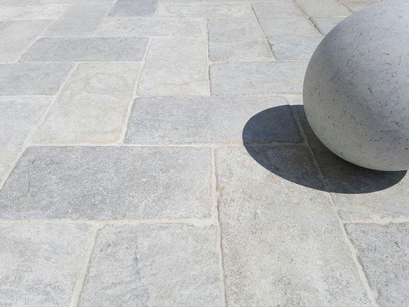 Natuursteen vloertegels trans grey in verouderde uitvoering