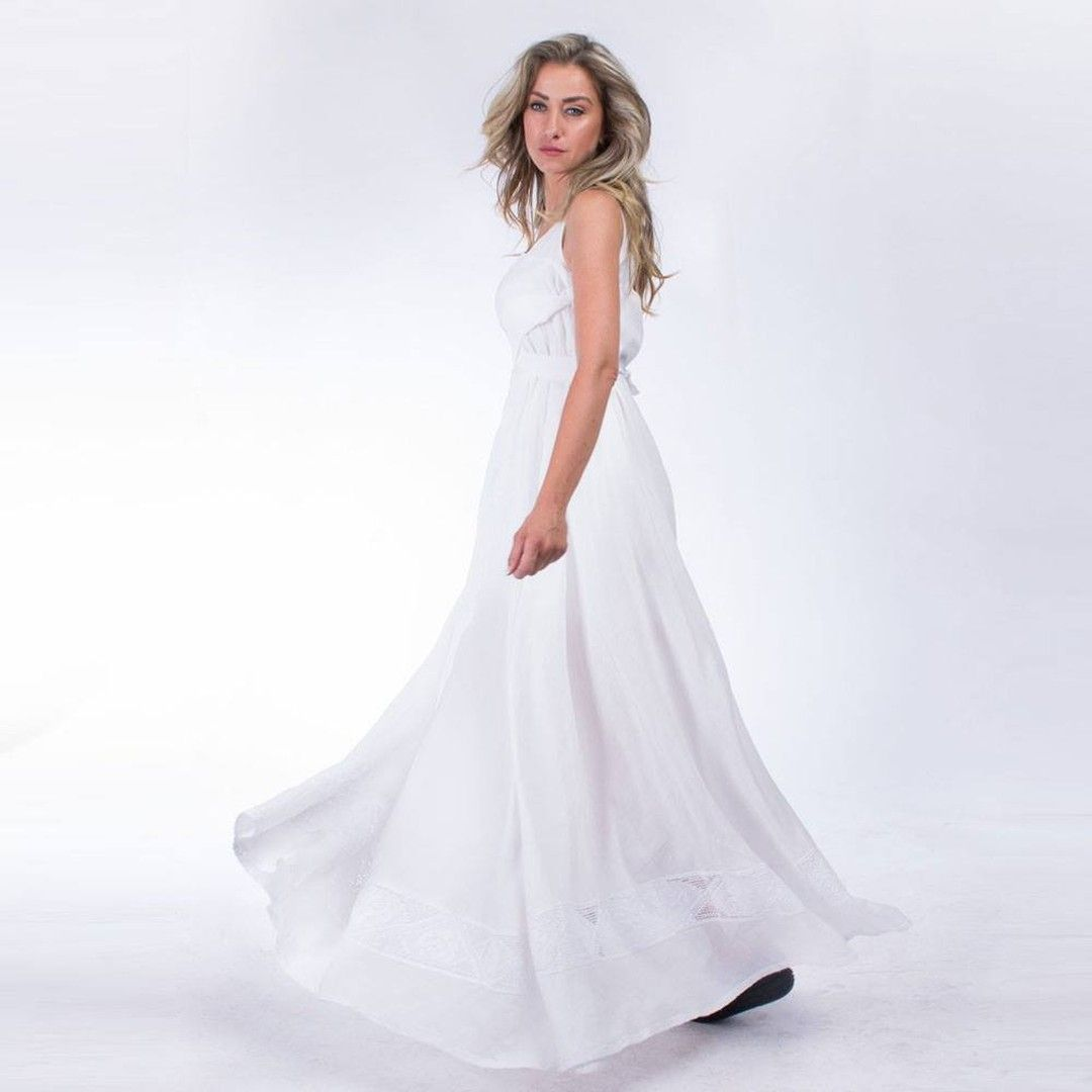 Fit For Every Body Type And Size This Long Loose Linen Dress Features A Thin Belt That Helps Modest Wedding Dresses Wedding Dresses Backless Wedding Dress [ 1080 x 1080 Pixel ]