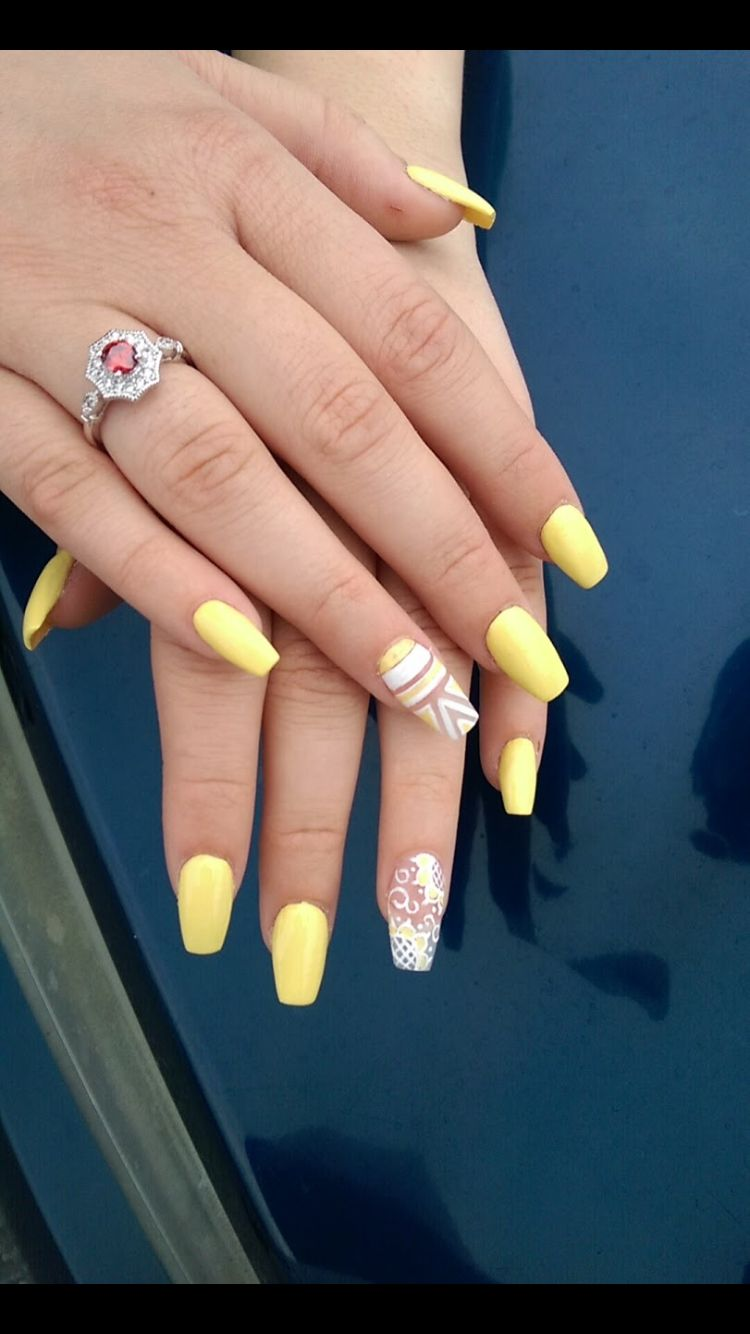 Yellow coffin nails with design
