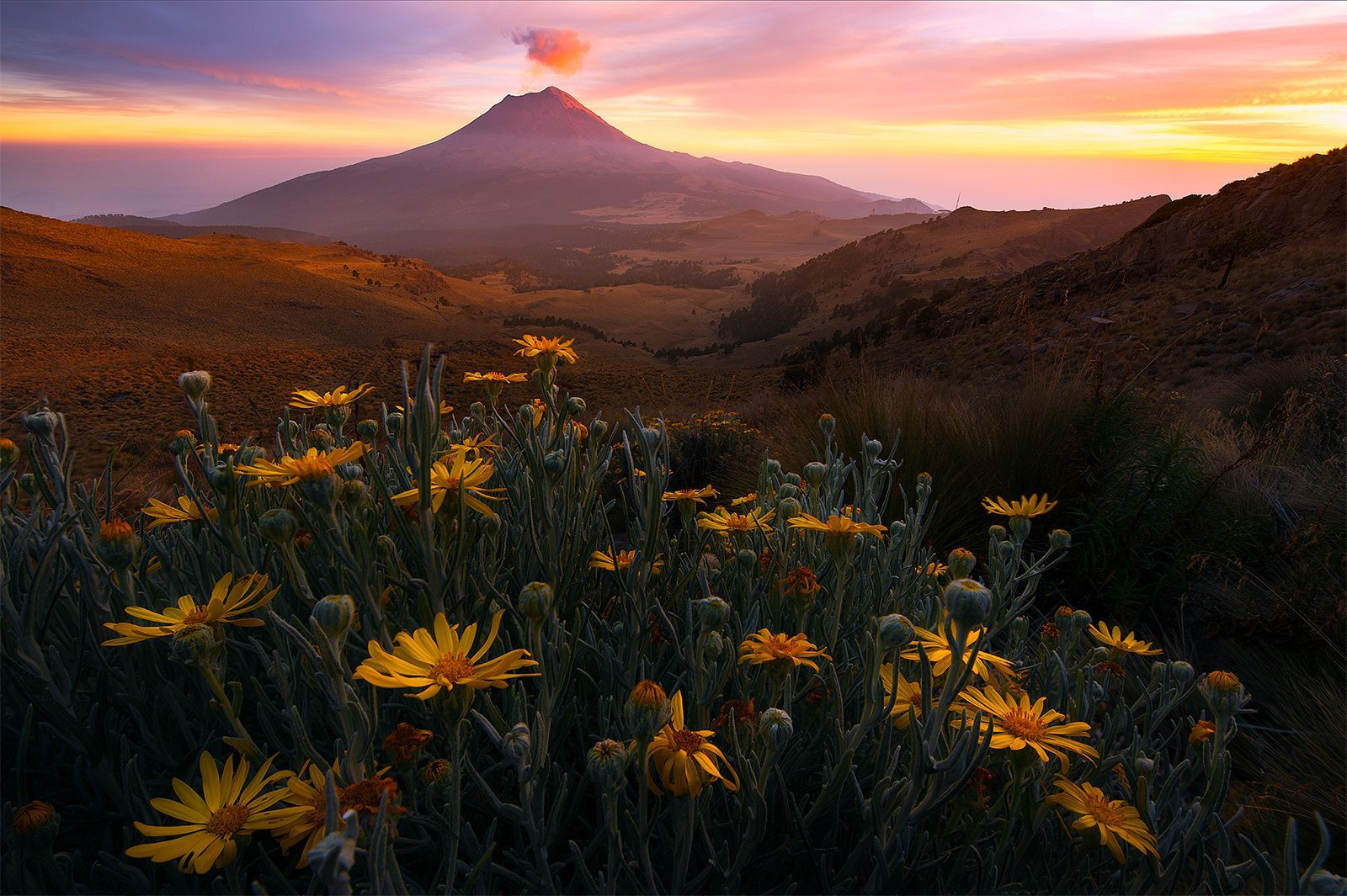 Popocatépetl, Mexico  12/31/2015, we were standing in front of Popocatépetl, the most famous volcano, a live volcano which last eruption was in 2013, and also the second highest mountain in Mexico. Our mexico trip is about to be end and the last sunset didn't disappoint us. Actually, it was too perfect. We got some nice shots in this trip but didn't see any yellow-red-pink sunrise/sunset show yet and this was our last chance. We climbed two miles at 13000 feet elevation to this viewpoint and…