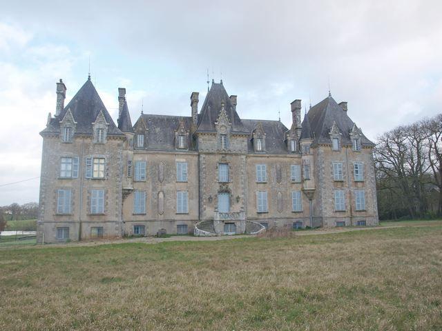 19th century castle near the beach Terres & Demeures de
