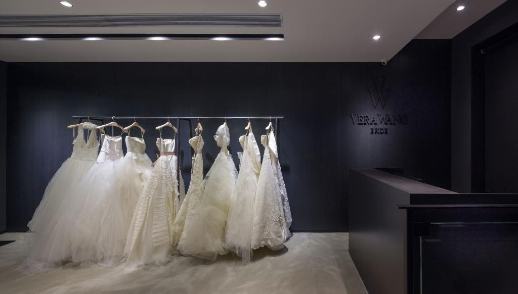 RT @Forbes: Why Hong Kong is Asia's top bridal gown spot: http://t.co/IDjbqd2jTD http://t.co/dNpzoFObbp