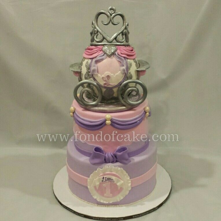 Princesscake Princesscrown Princesscarriage Firstbirthday Cakeart Themecake Party Cakery Sugarart Encinoca Losangelesca Birthday Cakedelivery