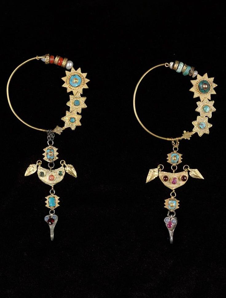 Pair of earrings; gold, turquoise, gemstone and pearls | Late 19th to early 20th century