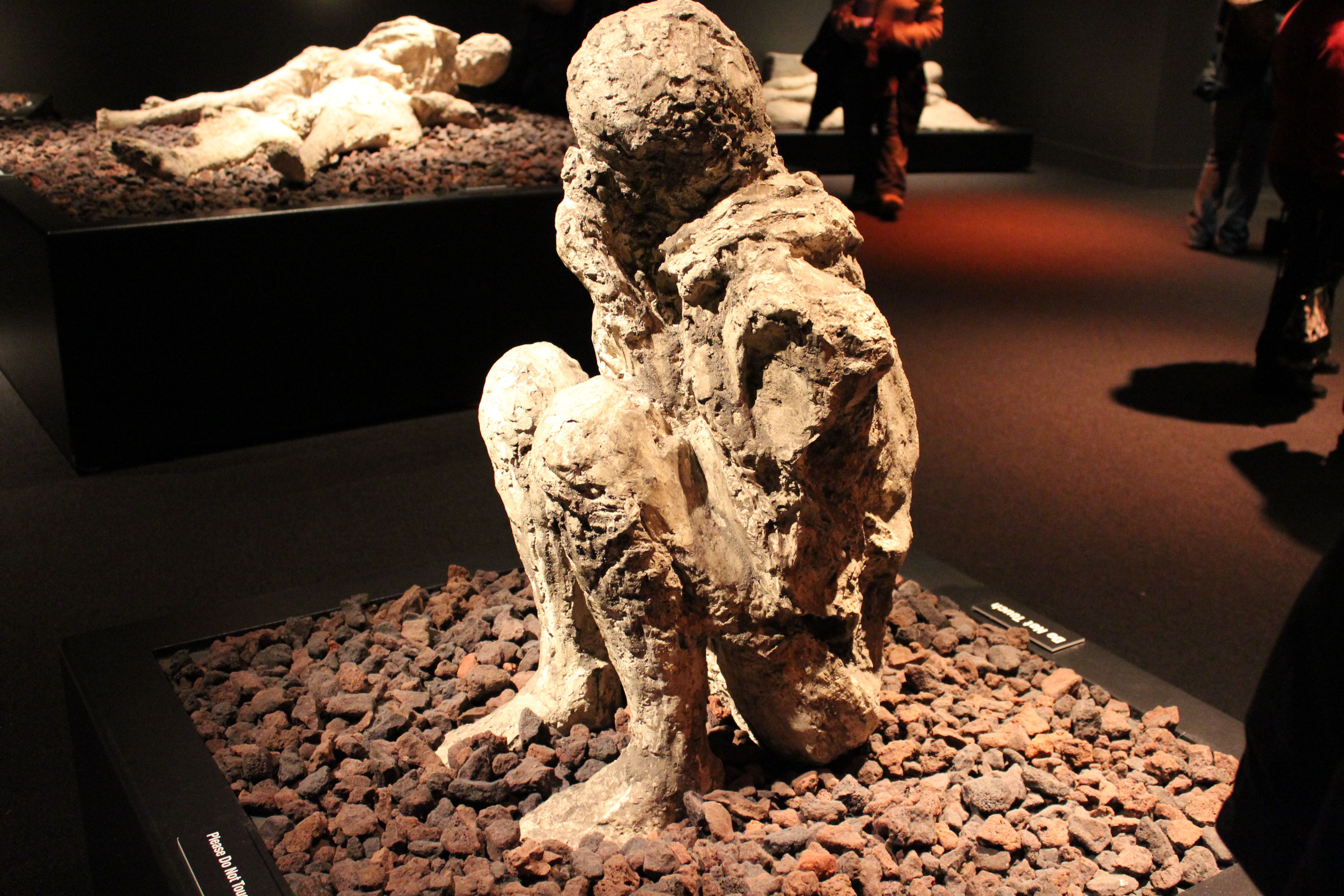 Real Body Cast From Pompeii 79 Ad Saw Museum Of Science Exhibit Yesterday Pompeii And Herculaneum Pompeii Bodies Pompeii