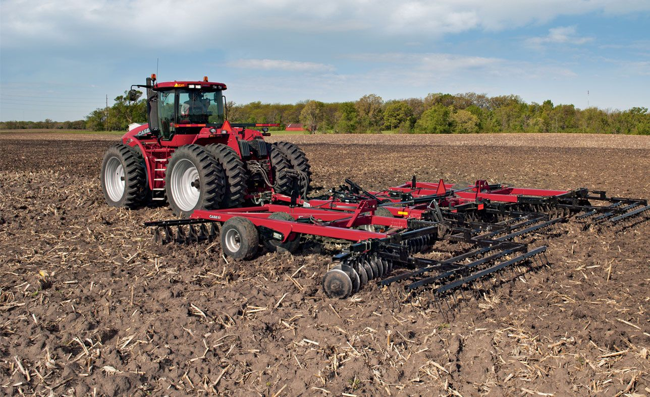 Case IH True-Tandem disk harrows provide true-tandem technology for straight, easy pulling and maximum pass coverage.