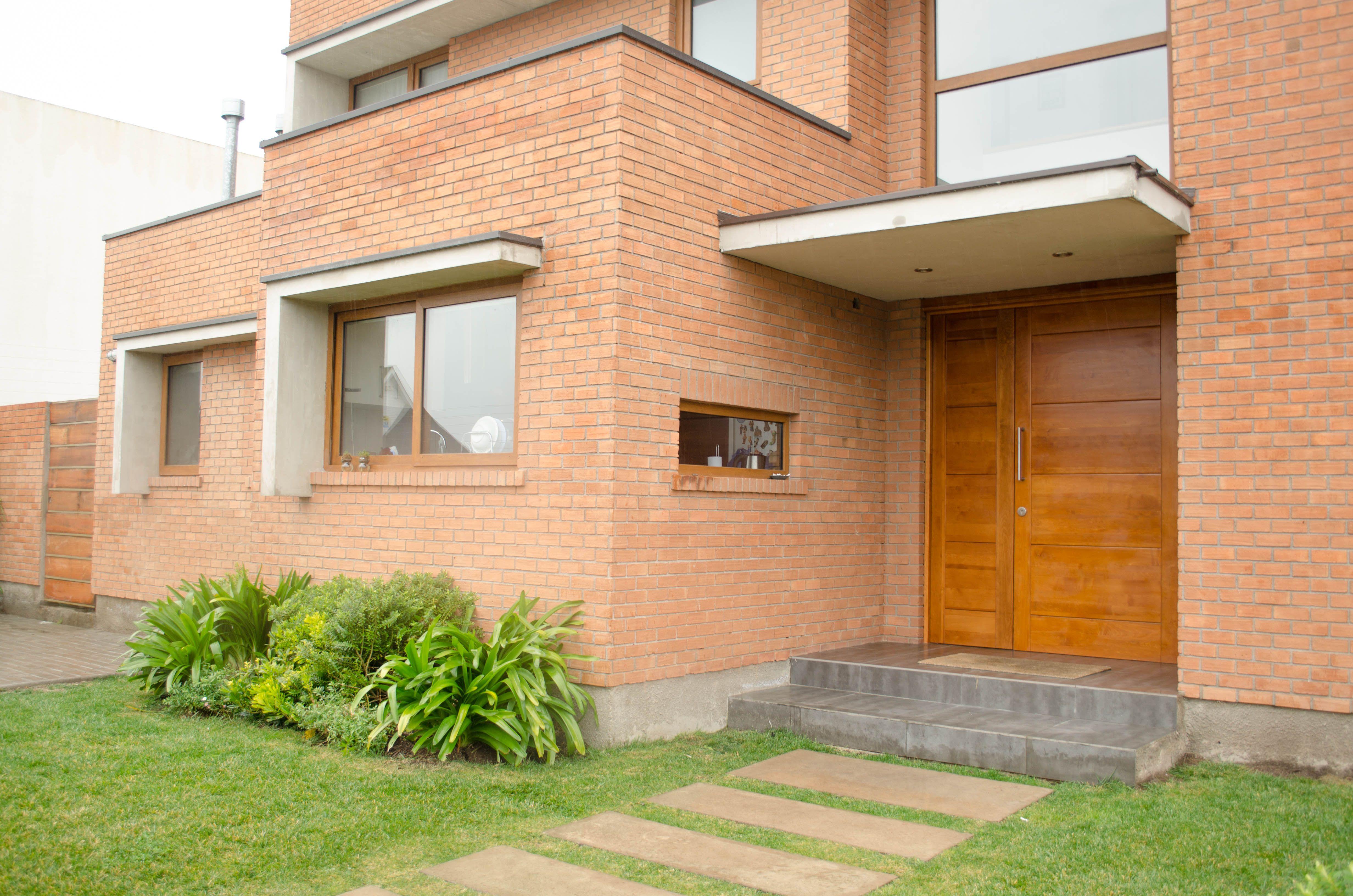 Puerta Moderna en Madera Sólida de Lenga Solid Modern Wood Door in ...