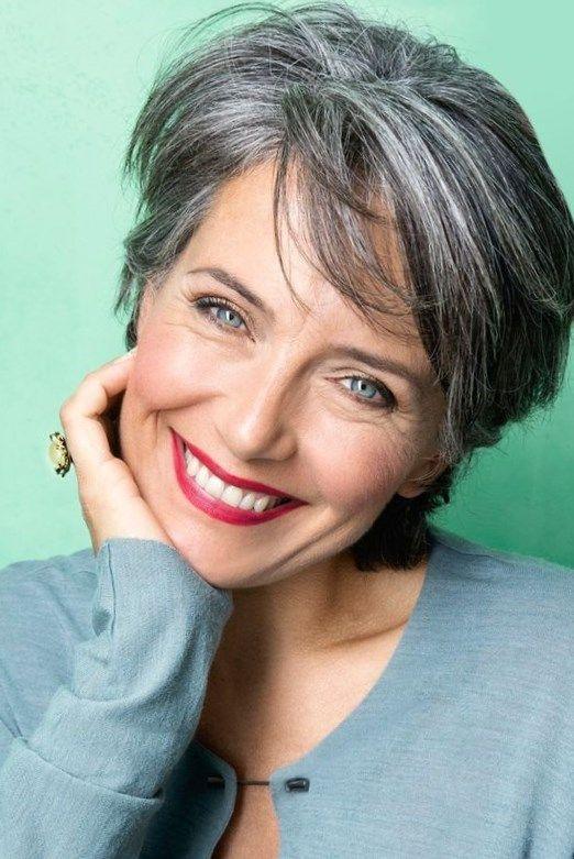 Coiffure courte femme 60 ans cheveux gris
