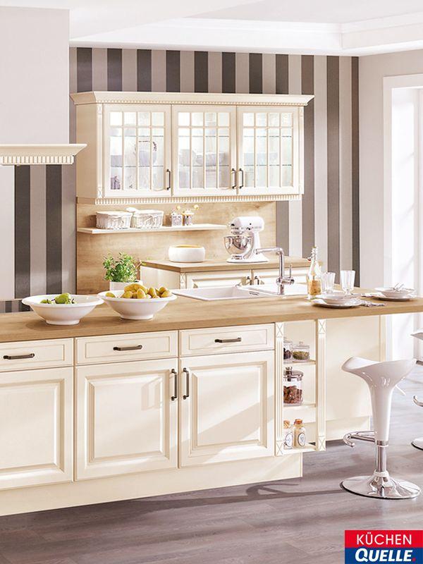 die sanfte farbgebung der einbauk che norina 8824 in creme und die nostalgischen verzierungen an. Black Bedroom Furniture Sets. Home Design Ideas
