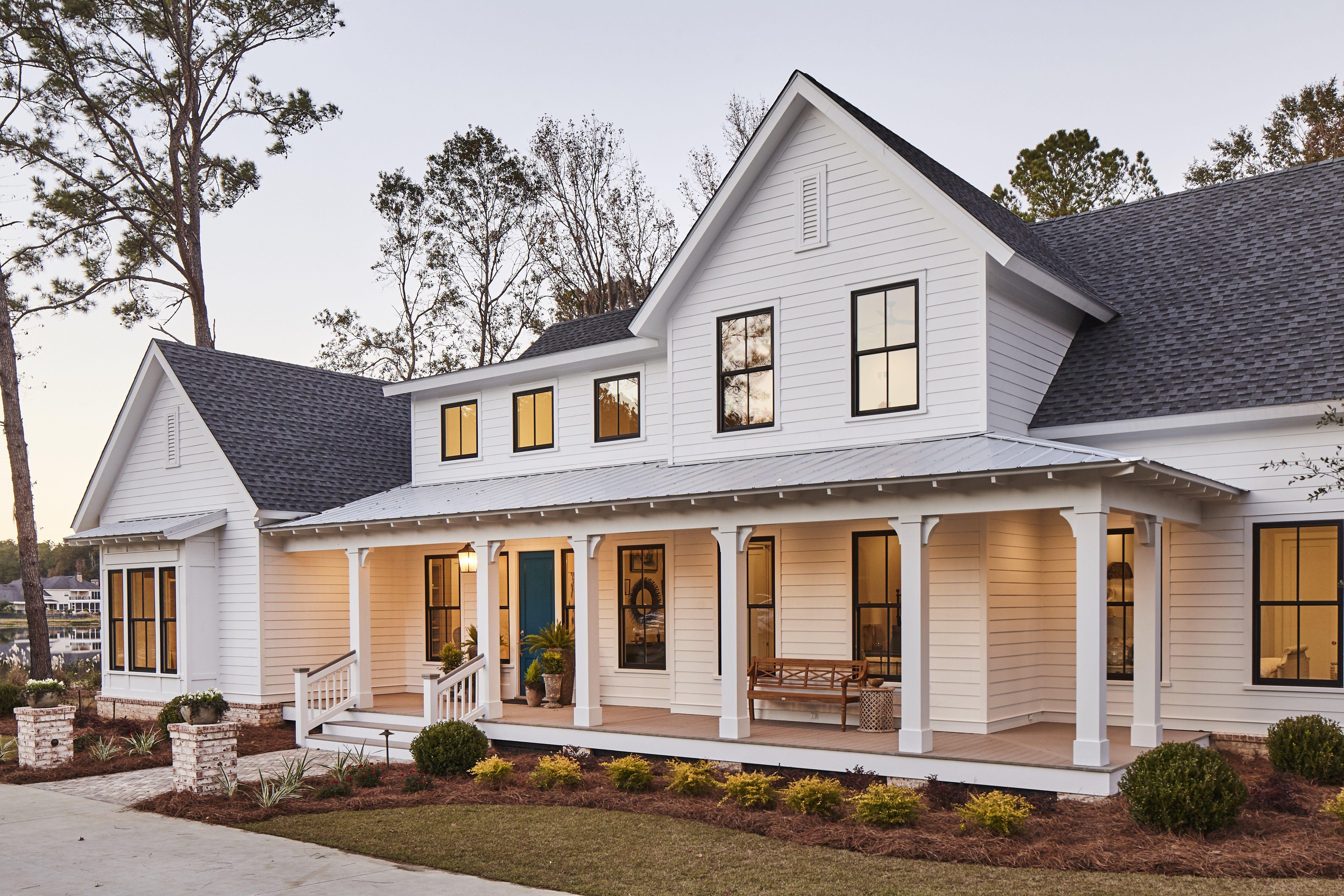 49 Lake House Design Lakeside Cottage Spanish Style Https Silahsilah Com Home De Southern House Plans Porch House Plans Southern Living House Plans Farmhouse