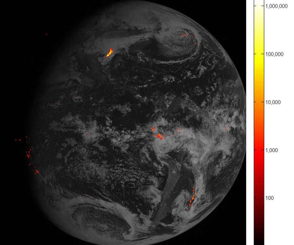 Flashy First Images Arrive From Noaa S Goes 16 Lightning Mapper Weather Satellite Earth From Space Lightning Strikes