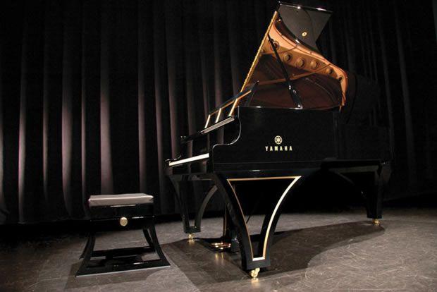 Resinno personaliza pianos con clase y elegancia