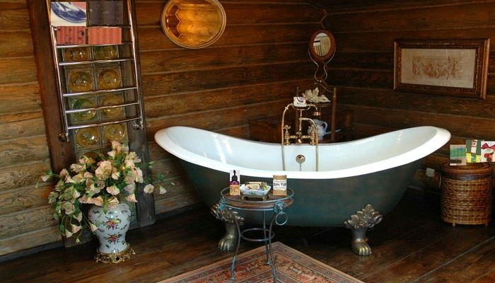 klassieke country badkamer met houten wand - badkamer | Pinterest ...