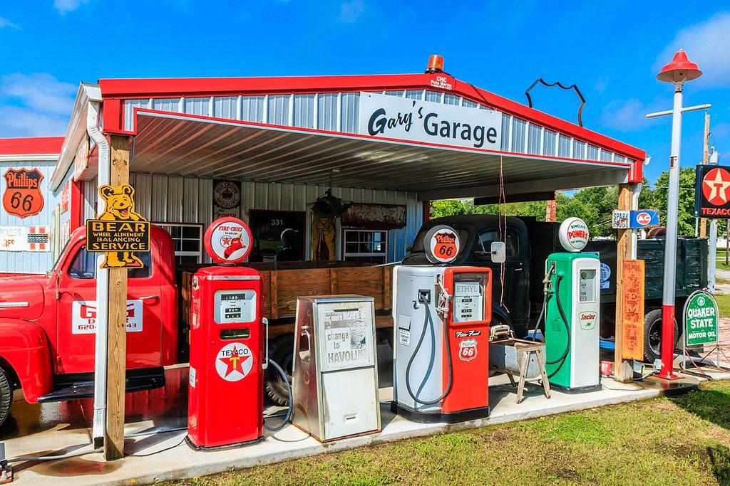 Gary's Garage Caney Kansas Service station, Gas pumps