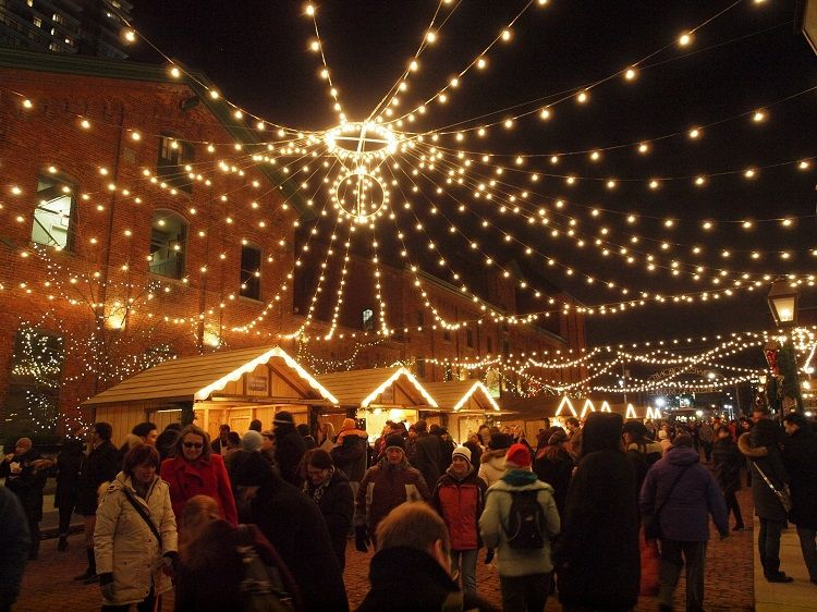 Lowe\'s Toronto Christmas Market in the Distillery District | Toronto ...