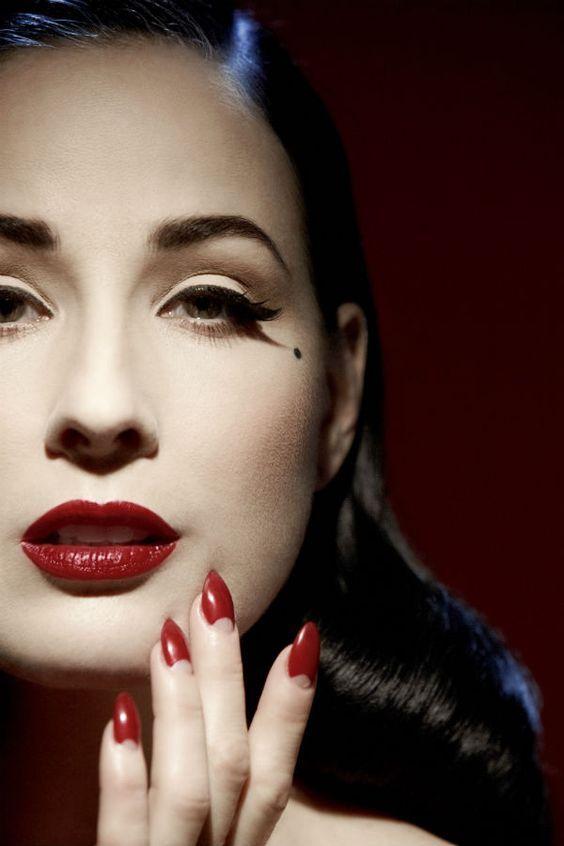 Dita Von Teese maquillage Maquillage pin up, Maquillage