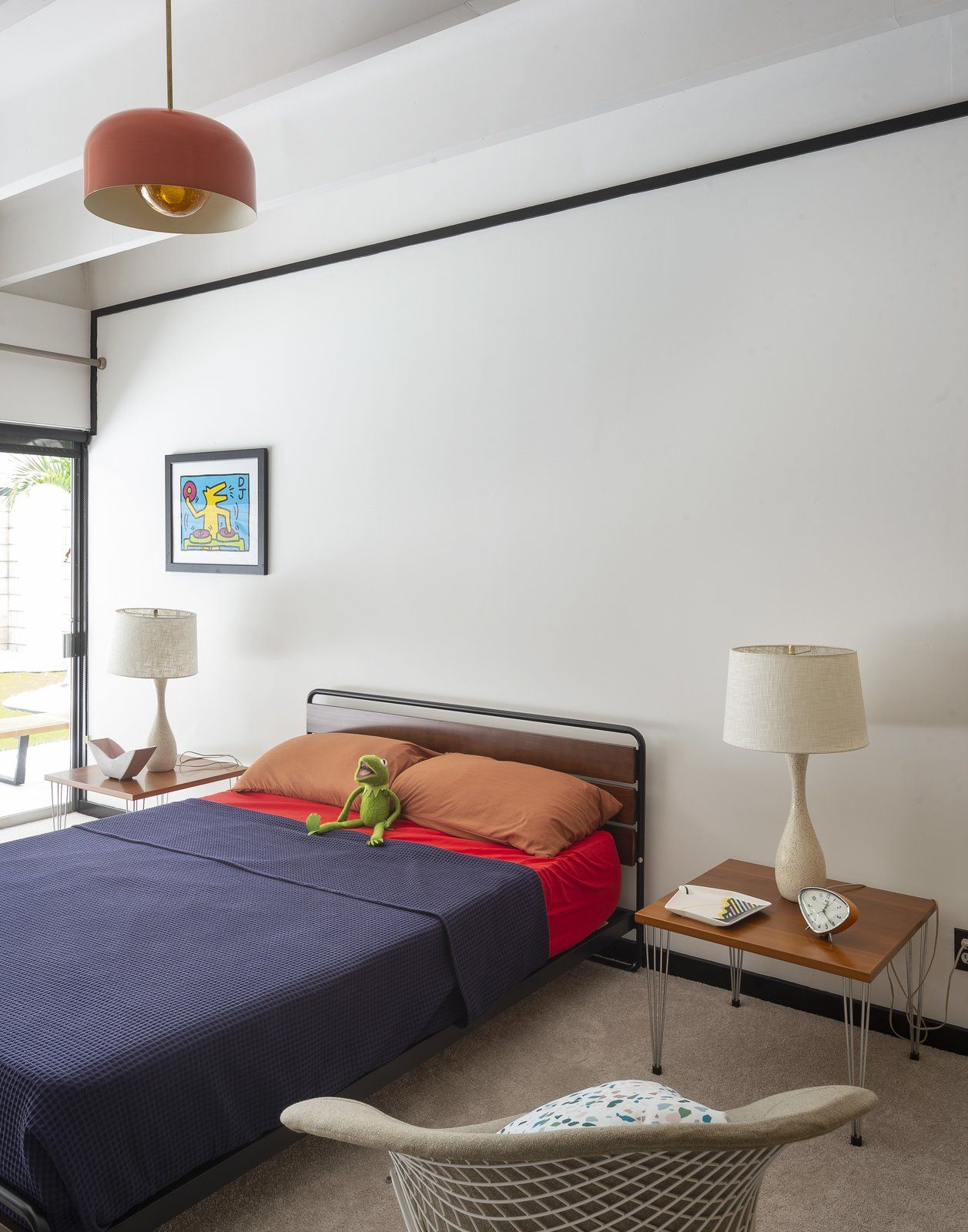 Bedroom Night Stands Chair Carpet Floor Bed And Ceiling Lighting A Diamond By Harry Bertoia For Knoll Sits In The Guest