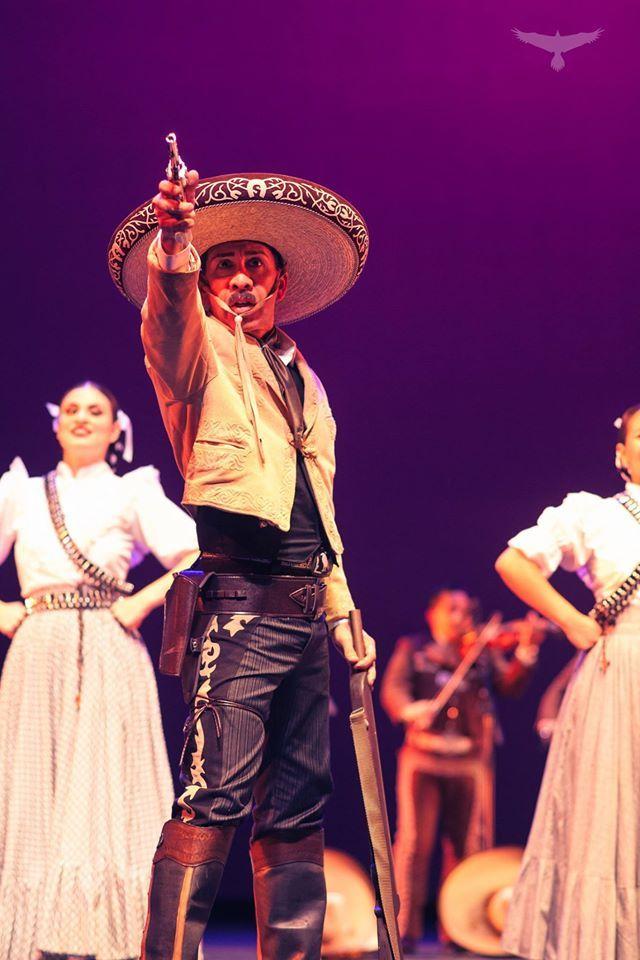 Folklorico Spotlight Maestro Larry Estrada El Abogado Ballet Folklorico De Los Angeles Ballet Folklorico Folklorico Dresses Role Models