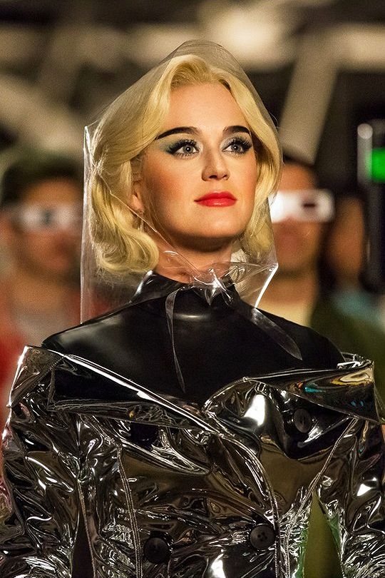 Katy Perry on the set of the'Chained To The...   I ❤ Katy Perry