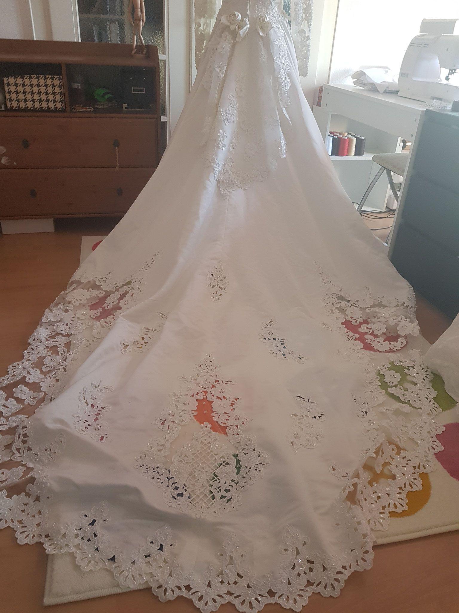 Wahnsinns Brautkleid mit Schleppe | Brautkleider | Pinterest