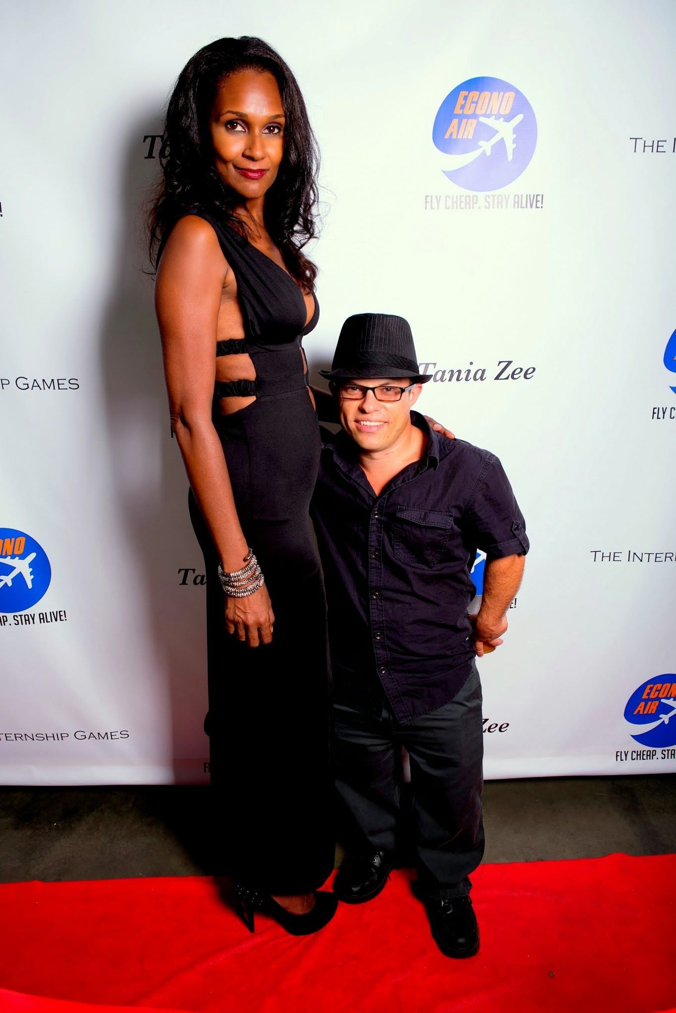showing 3rd image of How Tall Are Amanda And Andrea Salinas Pin by Ramon Otero on MIDGETS SMALL PEOPLE | Little people ...
