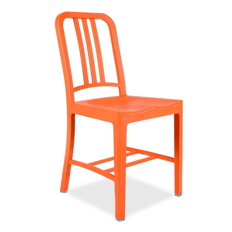 Inspiriert vom Stuhl Navy von Emeco. Für innen und außen geeignet. Multifunktionaler, sehr widerstandsfähgier Stuhl. In 6 verschiedenen Farben erhältlich. Der Navy Emeco LINEist eine ideale Option, um jeglichen Raum mit Eleganz auszustatten. Seine klassischen Konturen sind unverwechselbar und haben ihn in eine für das Industrie-Design des 20. Jahrhunderts repräsentative Ikone verwandelt. Diese Version ist aus Polypropylen und Glasfaser hergestellt, zwei sehr widerstandsfähigen und leichten…