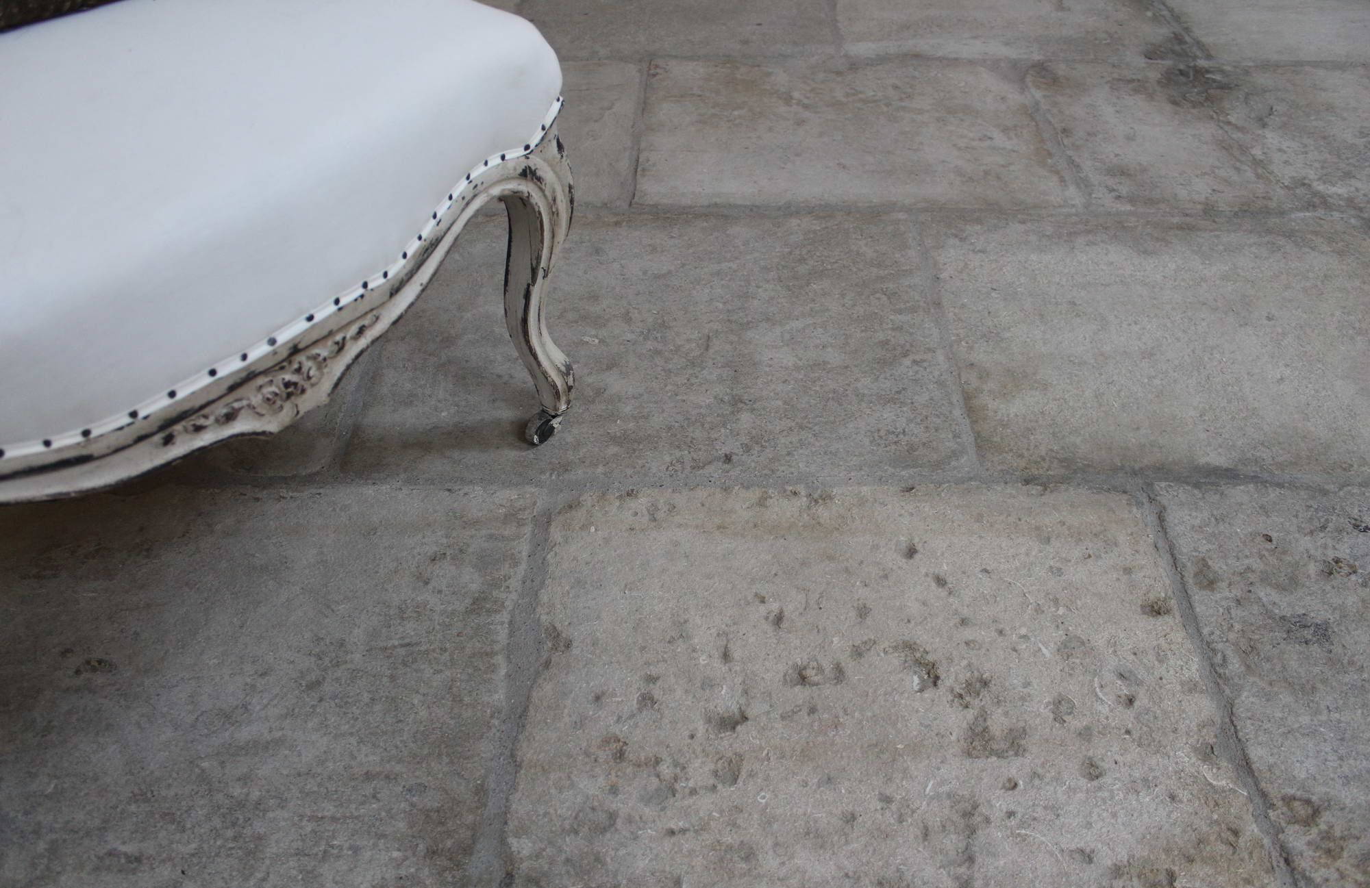 Antique Reclaimed Grey Barr French Limestone Barr Gris