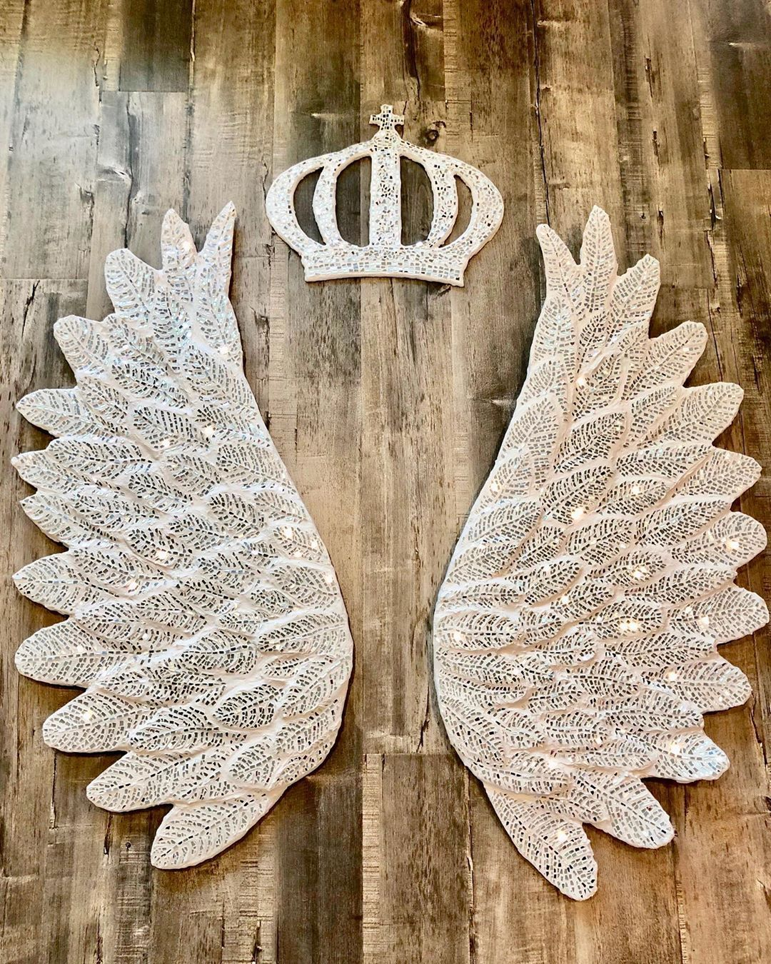 I LOVE making angel wings!!!! This is from my 2018 collection, The reflection! Made of glass 😍 this set will be showcased on November 7th for my artist Talk at the surrey art gallery. Click on the link above for more details on my website under events . I am looking forward to showcasing the ones I am working on for my 2020 collection 🤫 but I can't show my new stuff just yet . . . . .