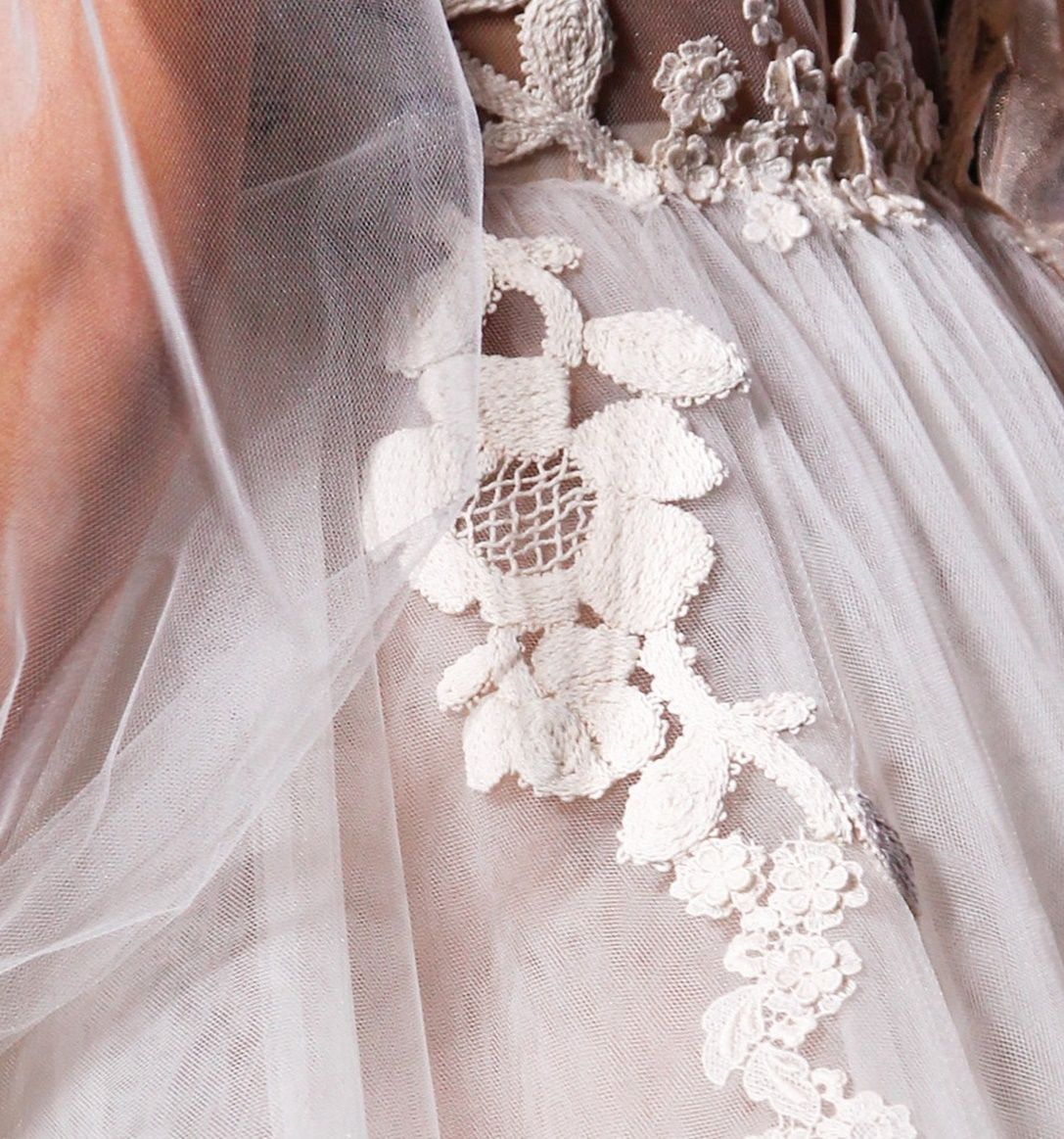 Valentino lace oulace pinterest couture detail and fashion