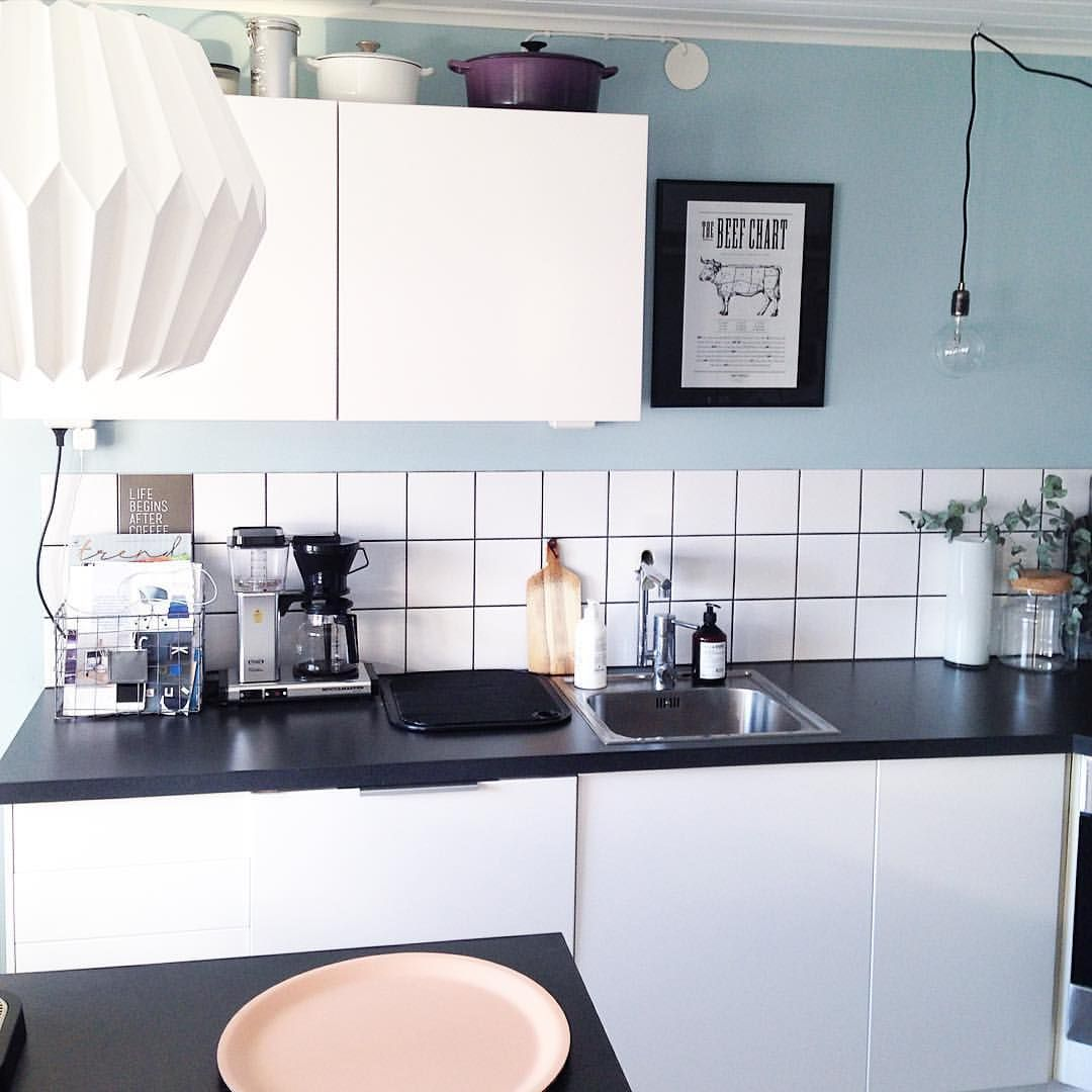 Hello from our kitchen!  #mitthem #myhome #kichen #kök #kjøkken #homedecor #interior4all #interior2you #hjem #interior123 #rom123 #inredning #interiorinspo #interior #finahem #roomforinspo #heminredning #nordicdesign #inredningsinspiration #skandinaviskehjem #instahome #interiør #inredningsdetalj #hemmahosmig #onlyinterior  #boliginspiration #nordiskehjem
