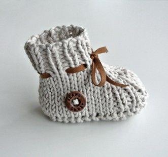 Un amour de chausson par Feetricoteuse   tricot bébé   Pinterest 0a0fd9a8b55