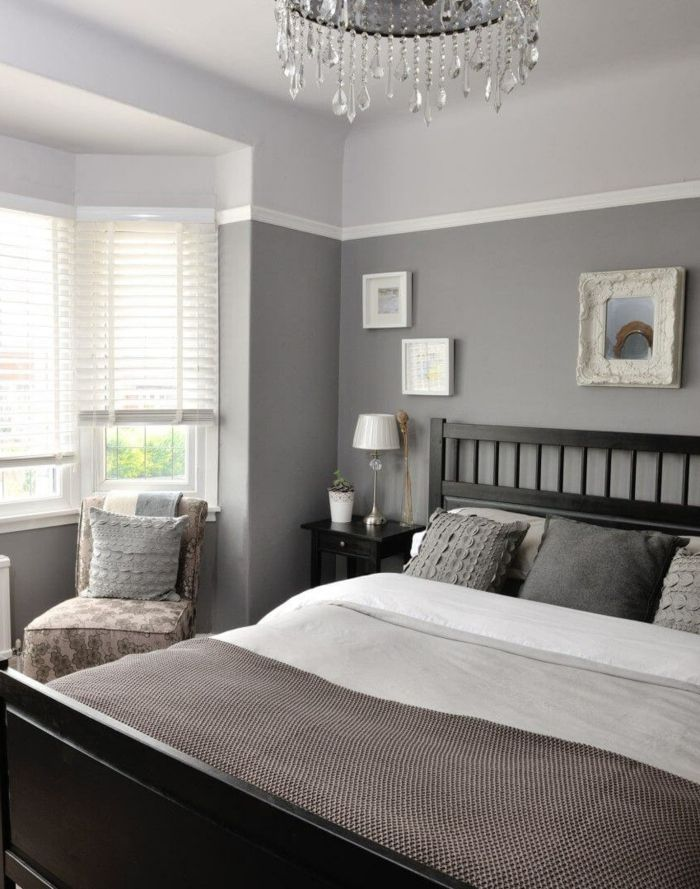 Graues Bett, Spiegel Mit Ausgefallenem Rahmen, Leseecke, Schlafzimmer Farbe