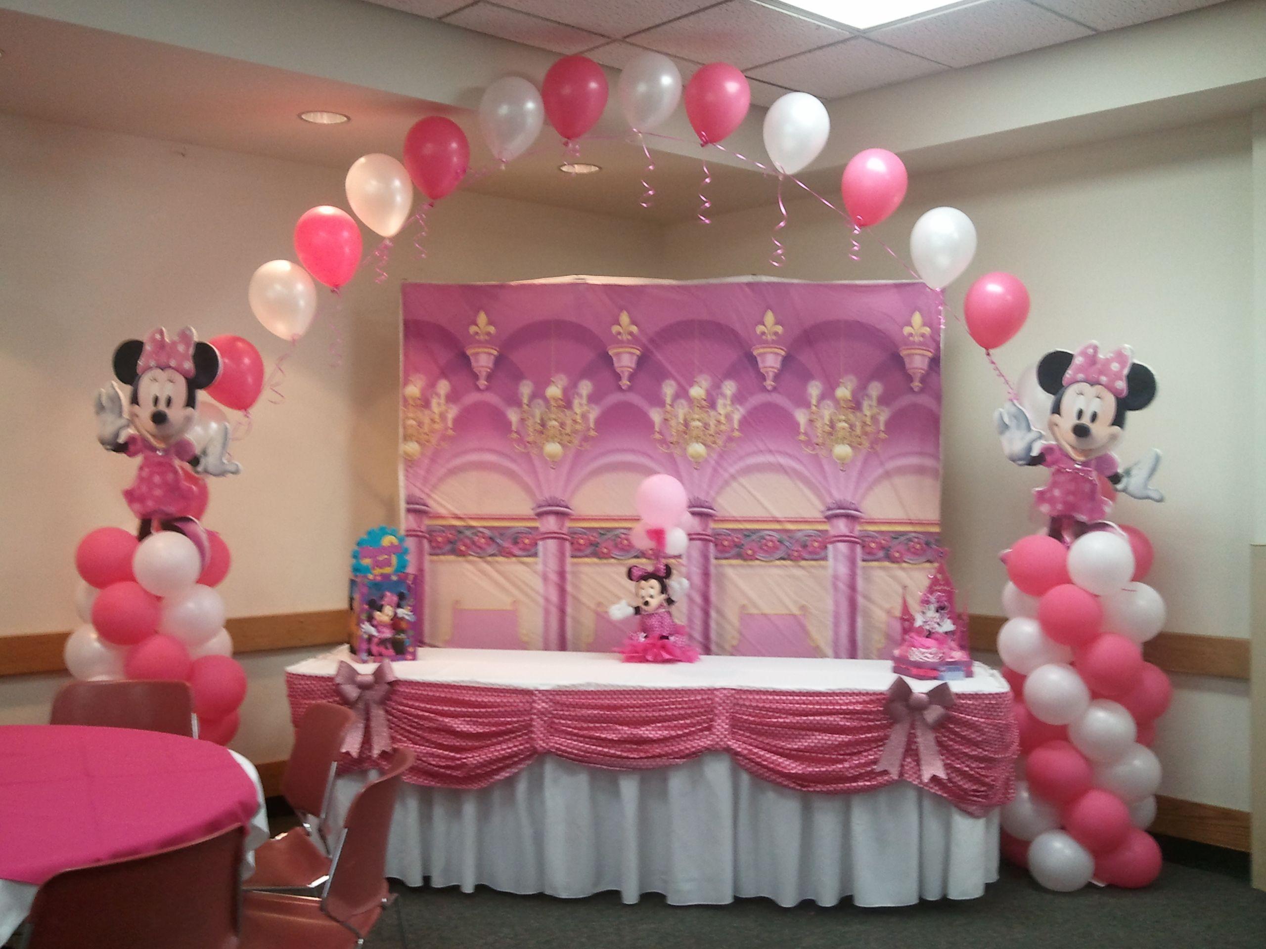 Mesa de pastel minnie mouse party time pinterest for Decoracion de mesa de cumpleanos