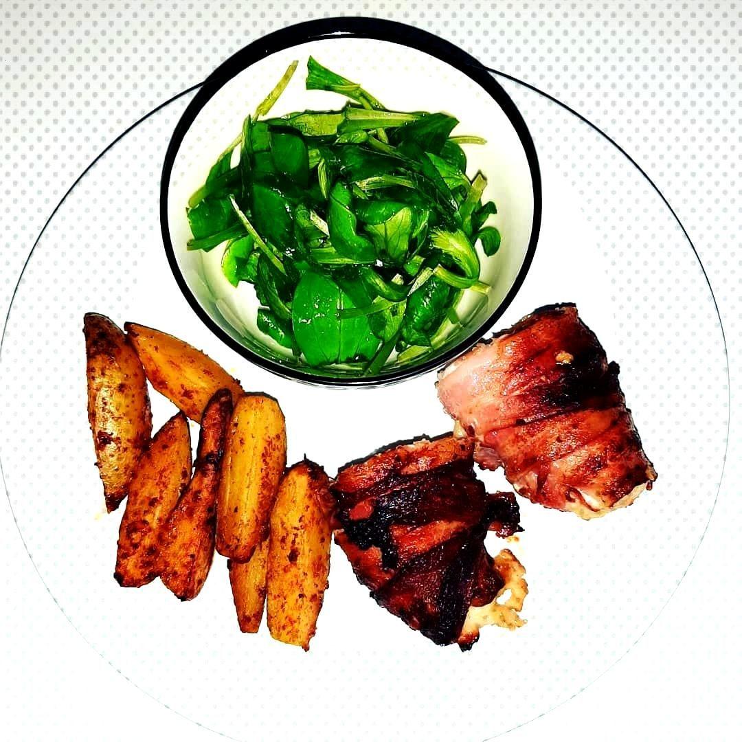 Repas du soir salade de mche pomme de terre au four escalope de poulet au bacon _________________