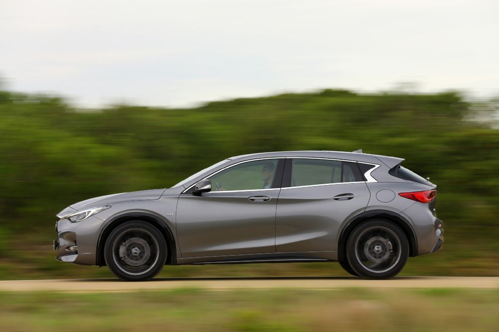 Photo Gallery 2017 Infiniti Q30 Sport EuropeanSpec