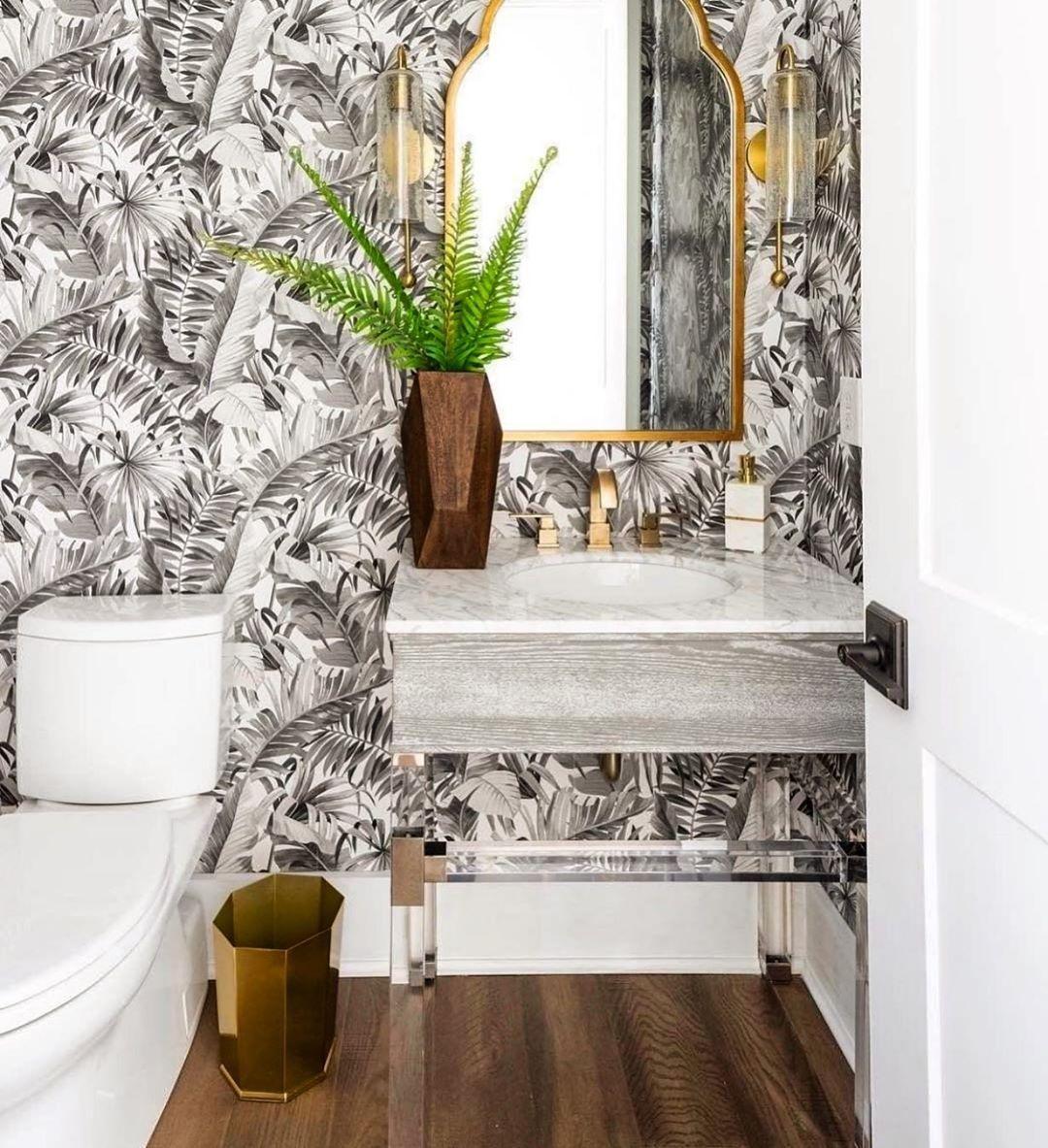 Lovely Tropical Themed Bathroom Bathroom Tropicaldecor Bathroom Bathroominspiration T Powder Room Wallpaper Palm Leaf Wallpaper Leaf Wallpaper Fashionable style bathroom wallpaper
