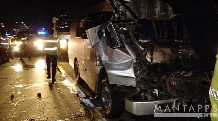 Kecelakaan Mobilminibus Truk Tolcipali Mantapps Com Jakarta Minggu 03 03 Sekitar Pukul 21 45 Wib Telah Terjadi Kecelakaan Antara Truk Mobil Kendaraan
