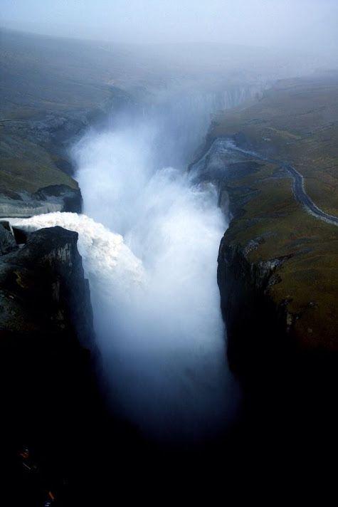 Cachoeira em Islândia, lado Hverfandi de Kárahnjúkar queda de 200 metros de altura !