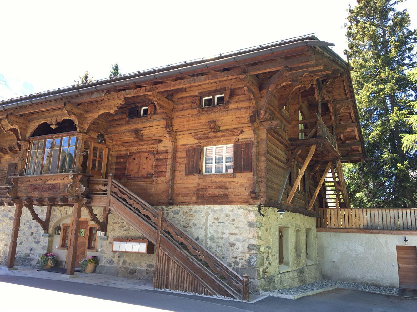 Modern Zwitsers Chalet : Swiss chalet st moritz switzerland chalets