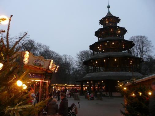 Weihnachtsmarkt Am Chinesischen Turm.Romantischer Weihnachtsmarkt Am Chinesischen Turm Muenchen Munich