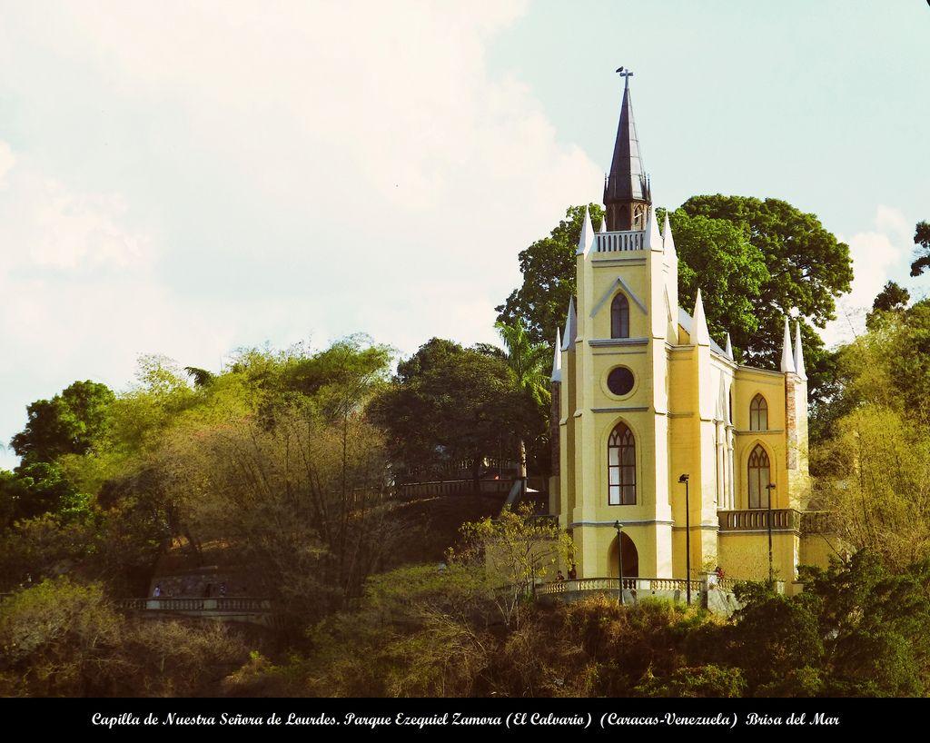 Capilla De Nuestra Señora De Lourdes Parque El Calvario Caracas Venezuela House Styles Caracas Mansions