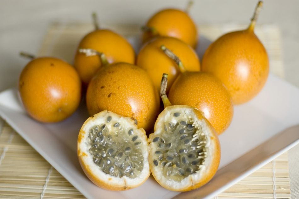 Passion Fruit Is The Edible Fruit Of The Passion Flower Spanish Explorers Coined The Name In Honor Of The Passion Of C Spiced Veggies Fruit Fruits And Veggies
