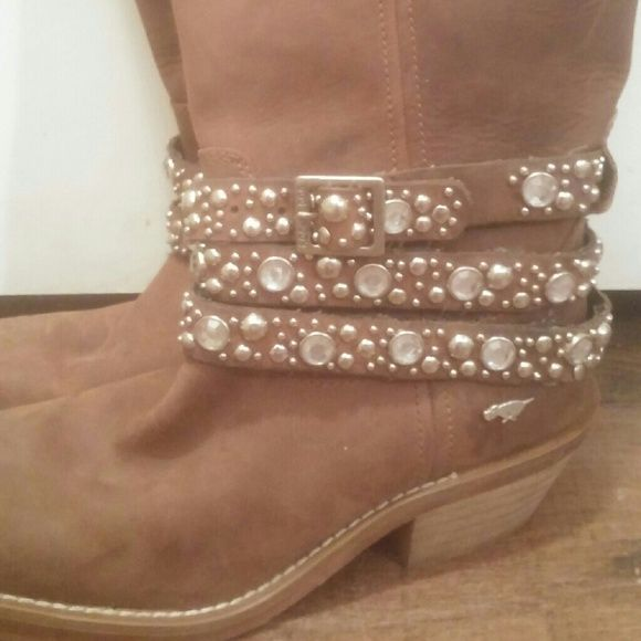 60d8fd80358 Rocketdog Rhinestone cowgirl boots I love these boots but they are ...